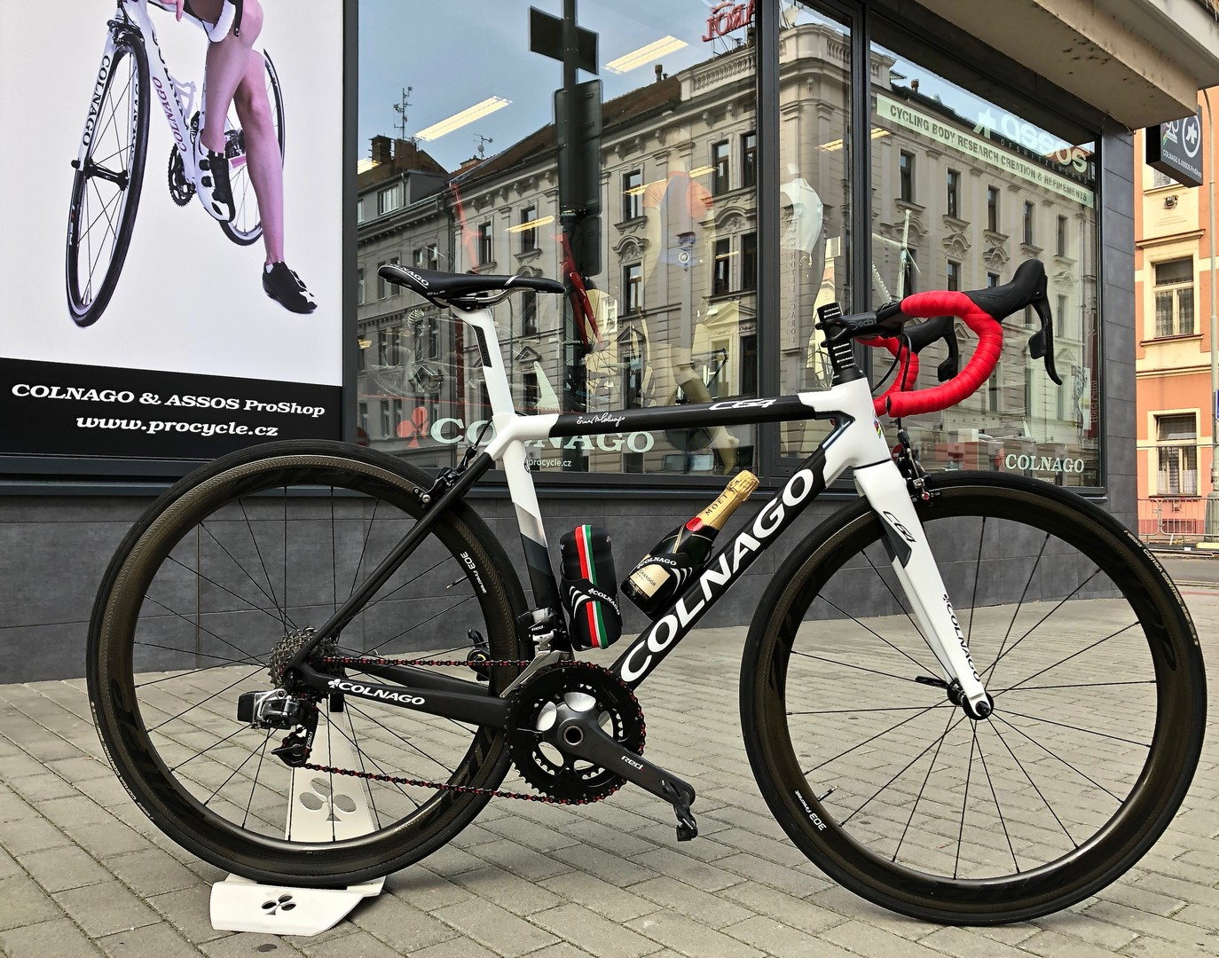 COLNAGO & ASSOS PROSHOP IN PRAGUE